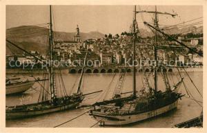 AK / Ansichtskarte Menton_Alpes_Maritimes Le port et la vieille ville Voiliers Menton_Alpes_Maritimes