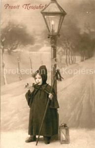 AK / Ansichtskarte Neujahr Kind W?chter Laterne Horn Neujahr