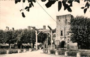 AK / Ansichtskarte Mennetou sur Cher Pont Levis Porte Jeanne d Arc Mennetou sur Cher