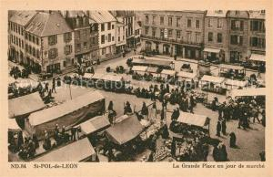 AK / Ansichtskarte Saint Pol de Leon La Grande Place un jour de marche Saint Pol de Leon