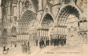 AK / Ansichtskarte Bourges Cathedrale les 5 portails Bourges