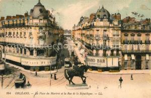 AK / Ansichtskarte Orleans_Loiret Place du Martroi et Rue de la Republique Monument Orleans_Loiret