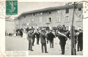 AK / Ansichtskarte Yzeron Concert de la fanfare Hotel Berger et la Mairie Yzeron
