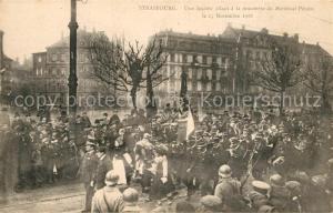 AK / Ansichtskarte Strasbourg_Alsace Une Societe allant a la rencontre du Marechal Petain Novembre 1918 Strasbourg Alsace