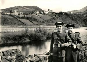 AK / Ansichtskarte Biriatou Carabiniers espagnols en faction sur la Bidassoa Biriatou
