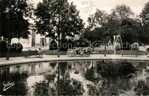 AK / Ansichtskarte Saint Jean d_Angely Un coin du jardin public Saint Jean d Angely