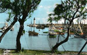 AK / Ansichtskarte Ile_d_Oleron Le Port et Phare de la Cotiniere Ile_d_Oleron