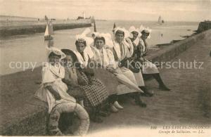 AK / Ansichtskarte Les_Sables d_Olonne Groupe de Sablaises Costumes Trachten Les_Sables d_Olonne