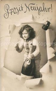 AK / Ansichtskarte Foto_NPG_Nr. 2109 Neujahr Kind Sektflasche