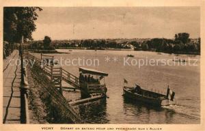 AK / Ansichtskarte Vichy_Allier Depart en bateau pour une promenade sur l Allier Vichy Allier