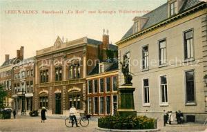 AK / Ansichtskarte Leeuwarden Standbeeld Us Heit met Koningin Wilhelmina bouw Leeuwarden