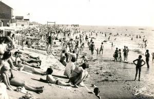 AK / Ansichtskarte Chatelaillon Plage La plage a l heure du bain Chatelaillon Plage