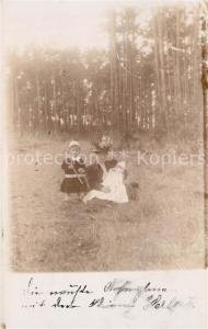 AK / Ansichtskarte Potsdam Mutter mit ihren Kindern am Waldrand Potsdam