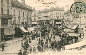 AK / Ansichtskarte Sable sur Sarthe La Place de la Mairie un jour de Marche Sable sur Sarthe