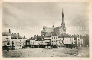 AK / Ansichtskarte Pithiviers_Loiret Place du Martroi Eglise Pithiviers Loiret