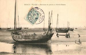 AK / Ansichtskarte Berck Plage Bateaux de peche a maree basse Berck Plage