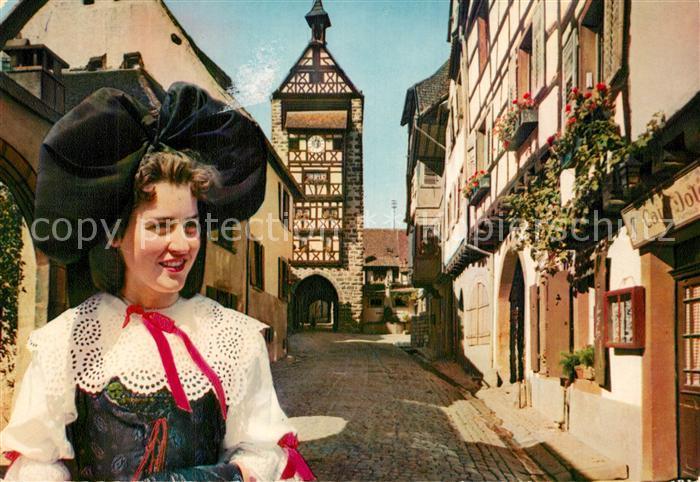AK / Ansichtskarte Riquewihr_Haut_Rhin Le Dolder Alsacienne Costumes Trachten Riquewihr_Haut_Rhin 0