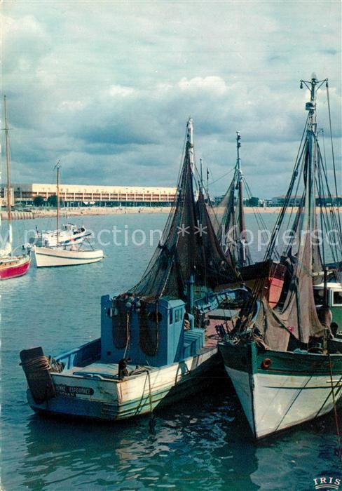 AK / Ansichtskarte Royan_Charente Maritime Le port bateaux de peche au fond le front de mer Royan Charente Maritime 0