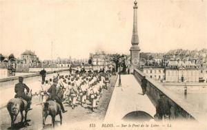 AK / Ansichtskarte Blois_Loir_et_Cher Sur le Pont de la Loire Blois_Loir_et_Cher