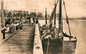AK / Ansichtskarte Le_Crotoy Estacade au retour des bateaux de peche Le_Crotoy
