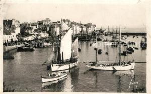 AK / Ansichtskarte Douarnenez Vue generale du port bateaux de peche Douarnenez