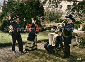 AK / Ansichtskarte Chaudes Aigues Scenes et Costumes d'Auvergne La Bourree Chaudes Aigues