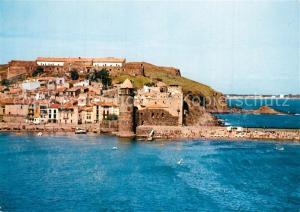 Collioure Vue d'ensemble au 1er plan Eglise fortifee Collioure
