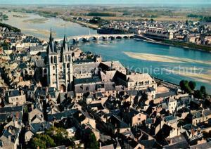 Blois_Loir_et_Cher Vue aerienne sur la ville avec l'eglise Saint Nicolas et sur la Loire avec le pont Vue aerienne Blois_Loir_et_Cher