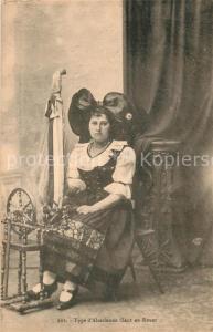 AK / Ansichtskarte Alsace_Elsass Type d Alsacienne úlant au Rouet Costumes Trachten Spinnrad Alsace Elsass