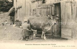 AK / Ansichtskarte La_Bresse Fermiere Bressane trayant une vache La_Bresse