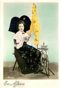 AK / Ansichtskarte Alsace_Elsass Costumes Femme Rouet Trachten Spinnrad Alsace Elsass