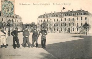 AK / Ansichtskarte Auxerre Caserne d Infanterie Cour du Quartier Auxerre