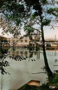 AK / Ansichtskarte Chatellerault Perspective sur la Vienne et la Manufacture Chatellerault