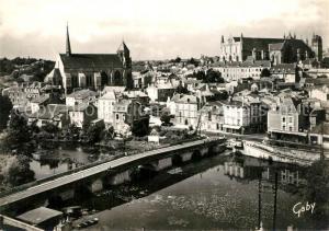 AK / Ansichtskarte Poitiers_Vienne Vue generale le Pont Joubert La Cathedrale et Sainte Radegonde Poitiers Vienne