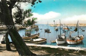 AK / Ansichtskarte La_Cotiniere Flotille dans le port Bateaux La_Cotiniere