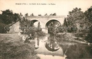 AK / Ansichtskarte Argent sur Sauldre Les bords de la Sauldre Viaduc Argent sur Sauldre