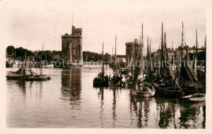 AK / Ansichtskarte La_Rochelle_Charente Maritime Barques de Peche La_Rochelle