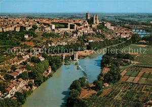 AK / Ansichtskarte Beziers Vue aerienne La Cathedrale et les trois ponts sur l Orb Beziers