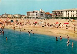 AK / Ansichtskarte Valras Plage Un coin de la plage Au centre le Grand Hotel Mira Mar Valras Plage