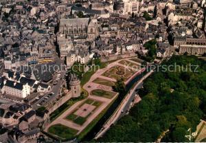 AK / Ansichtskarte Vannes Les jardins devant les remparts et la Cathedrale Vannes