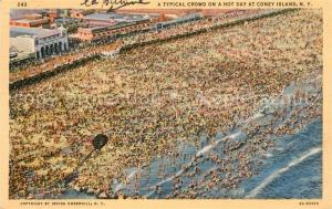 AK / Ansichtskarte Coney_Island_New_York A typical crowd on a hot day Beach bird s eye view Coney_Island_New_York