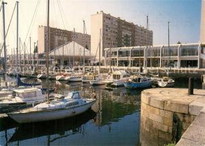 AK / Ansichtskarte Lorient_Morbihan_Bretagne Le bassin a flot et la Maison de la Mer Lorient_Morbihan_Bretagne