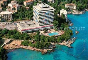 AK / Ansichtskarte Opatija_Istrien Hotel an der Kueste Fliegeraufnahme Opatija_Istrien