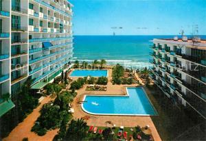 AK / Ansichtskarte Marbella_Andalucia Hotel Skol Swimming Pool Meerblick Marbella_Andalucia