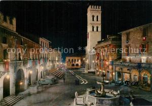 AK / Ansichtskarte Assisi_Umbria Notturna della Piazza del Comune durante la manifestazione folcloristica del Calendimaggio Assisi Umbria