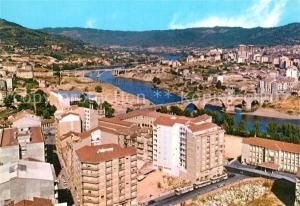 AK / Ansichtskarte Ourense Fliegeraufnahme Br?ckenpartie Ourense
