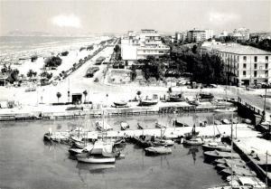 AK / Ansichtskarte Riccione Lungomare e spiaggia Riccione