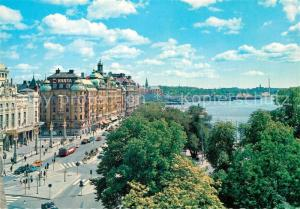 AK / Ansichtskarte Stockholm Kungl. Dramatiska Teatern och Strandvaegen Theatergebaeude Stockholm