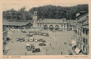 AK / Ansichtskarte Bayonne_Pyrenees_Atlantiques Place de la Gare et la gare tram Bayonne_Pyrenees