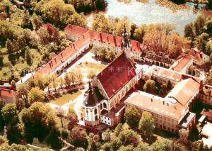 AK / Ansichtskarte Neuzelle Ehem Klosteranlage mit Stiftskirche Fliegeraufnahme Neuzelle